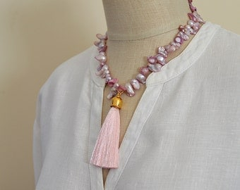 Mauve baroque pearl necklace Pink silk tassel necklace Pink pearl necklace Sophisticated tassel pendant Pastel freshwater pearls