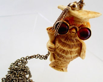 FREE Shipping Vintage L Razza Signed Wise Old Owl Huge Pendant Resin Red Cab Eyes Graduate Graduation Gift Present Teacher Professor 70s