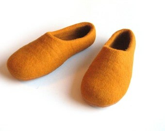 House slippers Women orange wool slippers Pumpkin wool felt slippers Yellow clogs Women winter shoe Warm home slippers Feltinglt Grandma