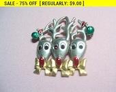 Reindeer brooch ,christmas brooch, holiday brooch, xmas brooch, vintage christmas