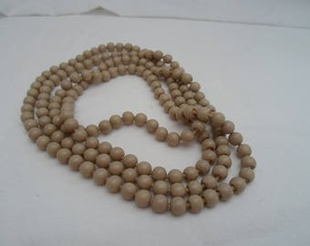 Rope of 60s beige popper beads