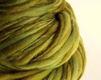 Chunky lichen green handspun yarn,Thick and Thin yarn, green , knitting yarn, chunky merino knitting wool, big knitting wool