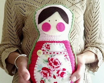 Matryoshka Cushion: A Crochet PDF Pattern
