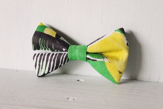 Dog bow tie >> Green, black, white and yellow bow with elastic >> Pet gift