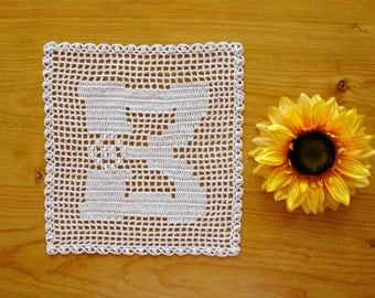 ALPHABET MAT ~ Personalized Gift ~ Letter B ~ Filet Doily ~ Monogram Doily