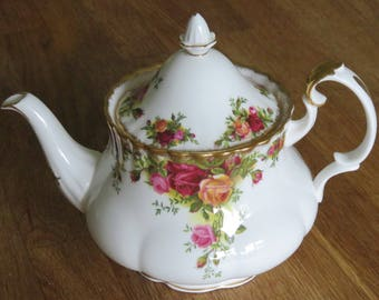 Large Royal Albert Old Country roses Teapot 2.5pnts excellent condition Vintage teaparty Teapot