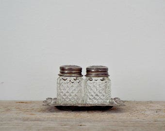 SALT and PEPPER SHAKERS - eligant set of mini glass shakers, silver plated cruet, Victorian style, dinner wedding party, kitchen decor