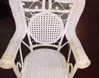 Vintage white wicker child chair