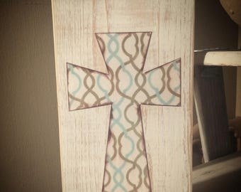 Distressed cross sign