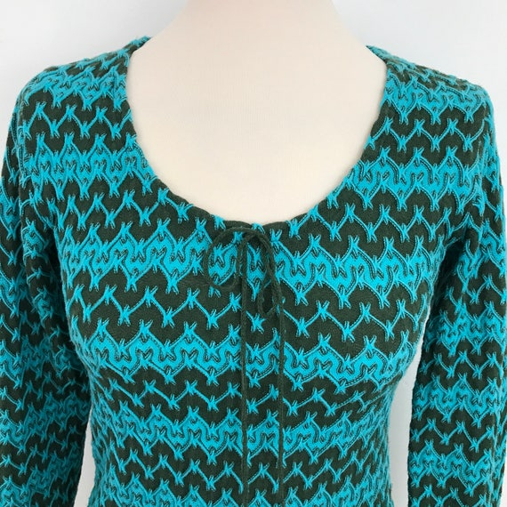 1970s shirt groovy zig zag knit nylon jersey shirt 70s Mod courtelle blouse hippy boho tight turquoise blue blouse 70s hippy look UK 8 US 4