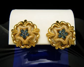 Vintage Crown Trifari Blue Rhinestone Earrings Gold Tone Clip Ons Textured Shiny