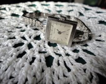 Vintage Waltham Wrist Watch 17 Jewel Wind Up Incabloc Ladies Silver Tone Square Face Timepiece