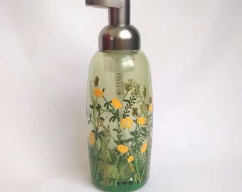 "Soap Dispenser,Foaming Soap Pump, Bathroom Decor,Gift Idea,Gift for Mom,Kitchen Decor,Gift For Her,Hand Painted -- ""Buttercups"""