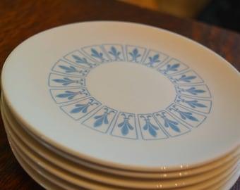 Set of nine vintage pristine Homer Laughlin Fleur de Lis pattern bread and butter appetizer plates