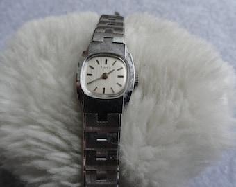 Vintage Timex Wind Up Pretty Ladies Watch