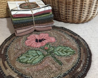 """Primtive Rug Hooking Kit for """"Hibiscus Chair Pad"""" K107"""