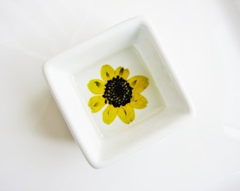 Yellow Flower Ring Plate, Ring Dish with Flowers, Real Flower Dish, Bridal Dish, Engagement Gift, Minimalist Jewelry Holder