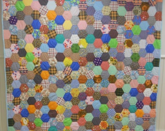 """Excellent """"Baby Boomer""""  Americana!  Homemade, Honycomb or Hexagon Quilt.   1950s-1960s,  Never Used!"""