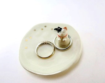 Cat Ring Dish Calico Cat Ceramic Trinket Dish Tiny Gift Cat Lover Gift Animal Ring Plate Cat Trinket Ring Saver Whimsical Gift Porcelain Cat