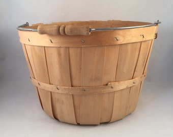 Vintage Apple Woven Bushel Basket with Metal and Wood Handle, Fruit Basket, Bushel Basket, Vegetable Basket