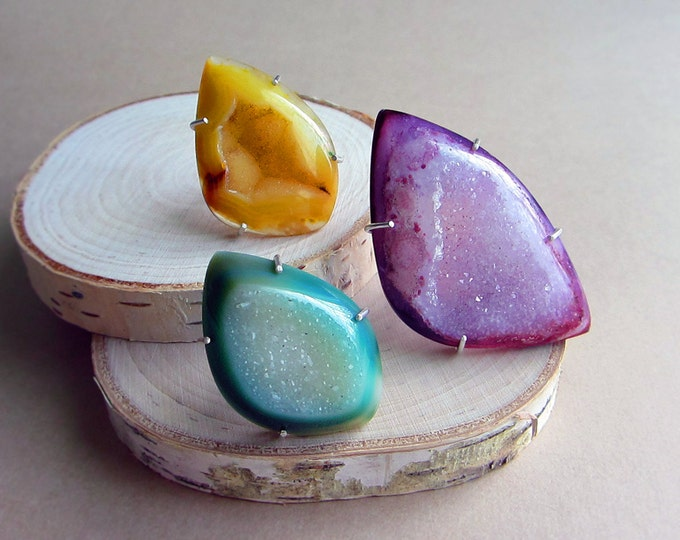 Adjustable sterling silver rings with Druzy Agates of your choice: purple or green. Yellow has been sold. Fit any size.