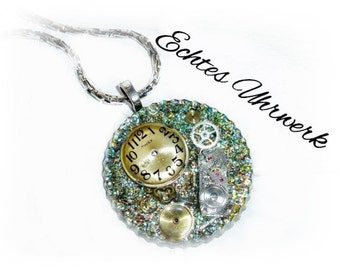 Steampunk necklace with resin movement