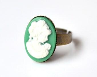 Green cameo ring