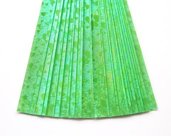 folding paper for lucky stars shimmery green hearts - 30 paper strips for origami stars - origami paper