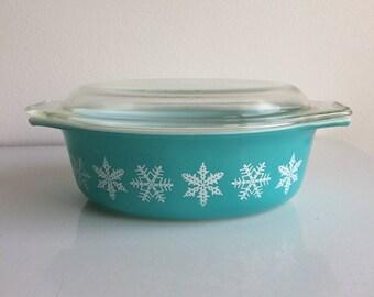 Vintage Pyrex Turquoise Snowflake 043 Casserole 1 1/2 Quart with Lid