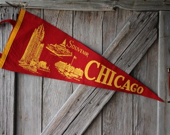 Large Chicago Illinois Felt Souvenir Pennant - Tribune Building, Buckingham Fountain, Fort Dearborn