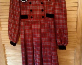 Girls Tartan Christmas Plaid Dress, Bonnie Jean label size 6, Double Breasted Buttons, Black Velvet Trim
