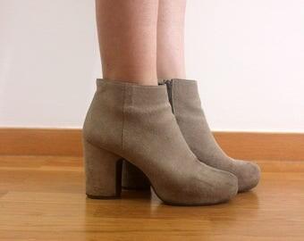 Vintage grey suede heel boots
