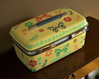 Hand painted vintage travel train case w/key