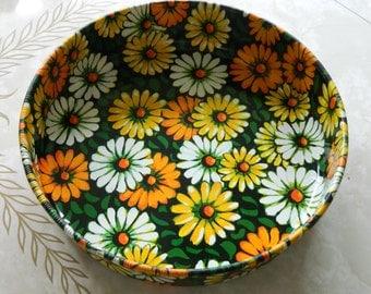 Metal daisy tray / retro serving tray