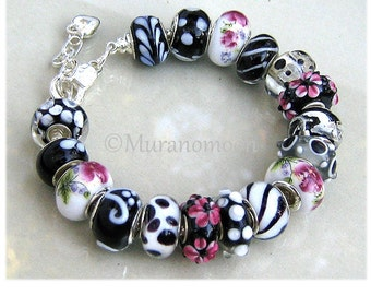 Black White Glass Bead Charm Bracelet Pink Flower Glass Beaded Lampwork Bracelet Dangle Heart Charm Grandma Mother Nana Mom Aunt #EB1535