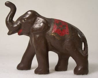 Small Elephant Figurine Cast Iron    W104