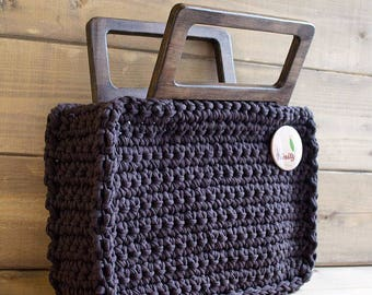 Knitted bag with wood handles