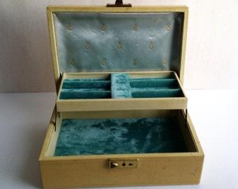 Beautiful Vintage Vintage Ivory Color Gold Trim Jewelry Box Vanity Trinket
