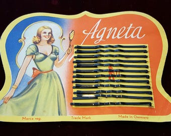 Beautiful, vintage 40's, hair pins or bobby pins on the original card!