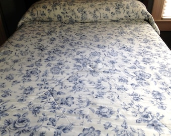 VINTAGE TWIN COMFORTER, Vintage Quilted Comforter, Full Coverlet, Blue and White Comforter, Reversible Comforter, Floral Comforter, Checked