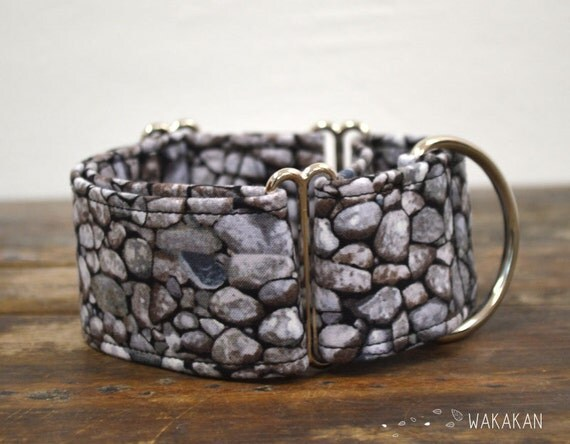 Martingale dog collar model The Wall. Adjustable and handmade with 100% cotton fabric. Antique stone wall. Wakakan
