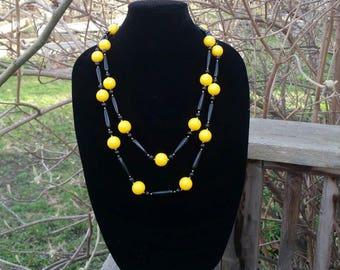 Chunky retro necklace yellow black costume jewelry 90s retro