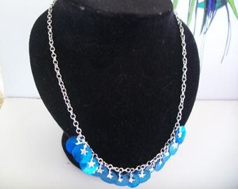 chain necklace with dark blue Pearl sequin