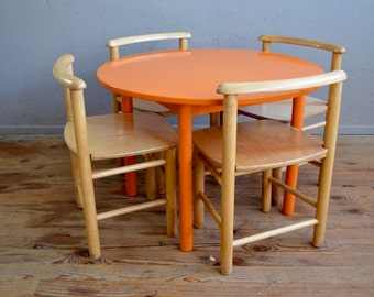 Ensemble table chaises enfant mobilier Montessori Waldorf vintage rétro années 60 activités antic set of chairs table wooden kid furniture