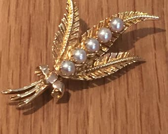 A 1960s 9ct Gold and Cutlured Pearl Brooch