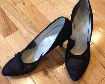 1950s Naturalizer black heels shoes size 6