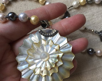 Shell pendant pearl necklace -- 1003