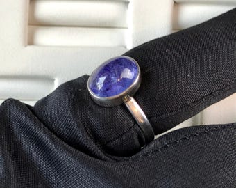 Tanzanite Cabochon Sterling Silver Ladies Ring. Size US-5.75, UK-L.