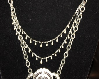The Shield necklace