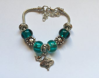 Green charm's bracelet with charm 'HOPE' ref 805
